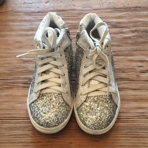 Girls silver sparkle  justice shoe